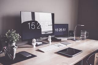 Laptop czy komputer stacjonarny? Co wybrać dla różnych typów zastosowań.