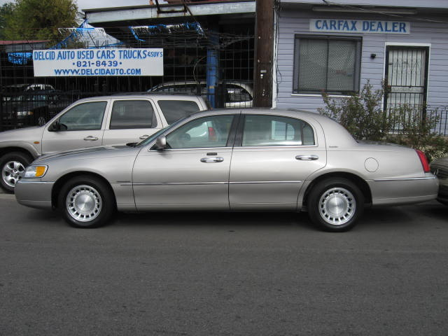 New Orleans Used Car Blog 2001 Lincoln Town Car Executive Series