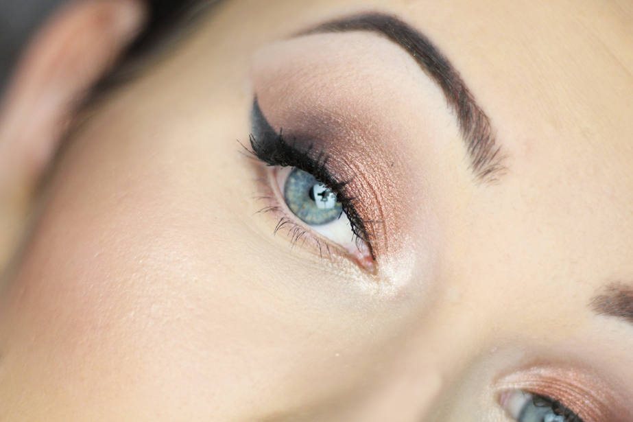 Delikatny makijaż w ciepłych odcieniach  { Cień Freedom Makeup  #218 }