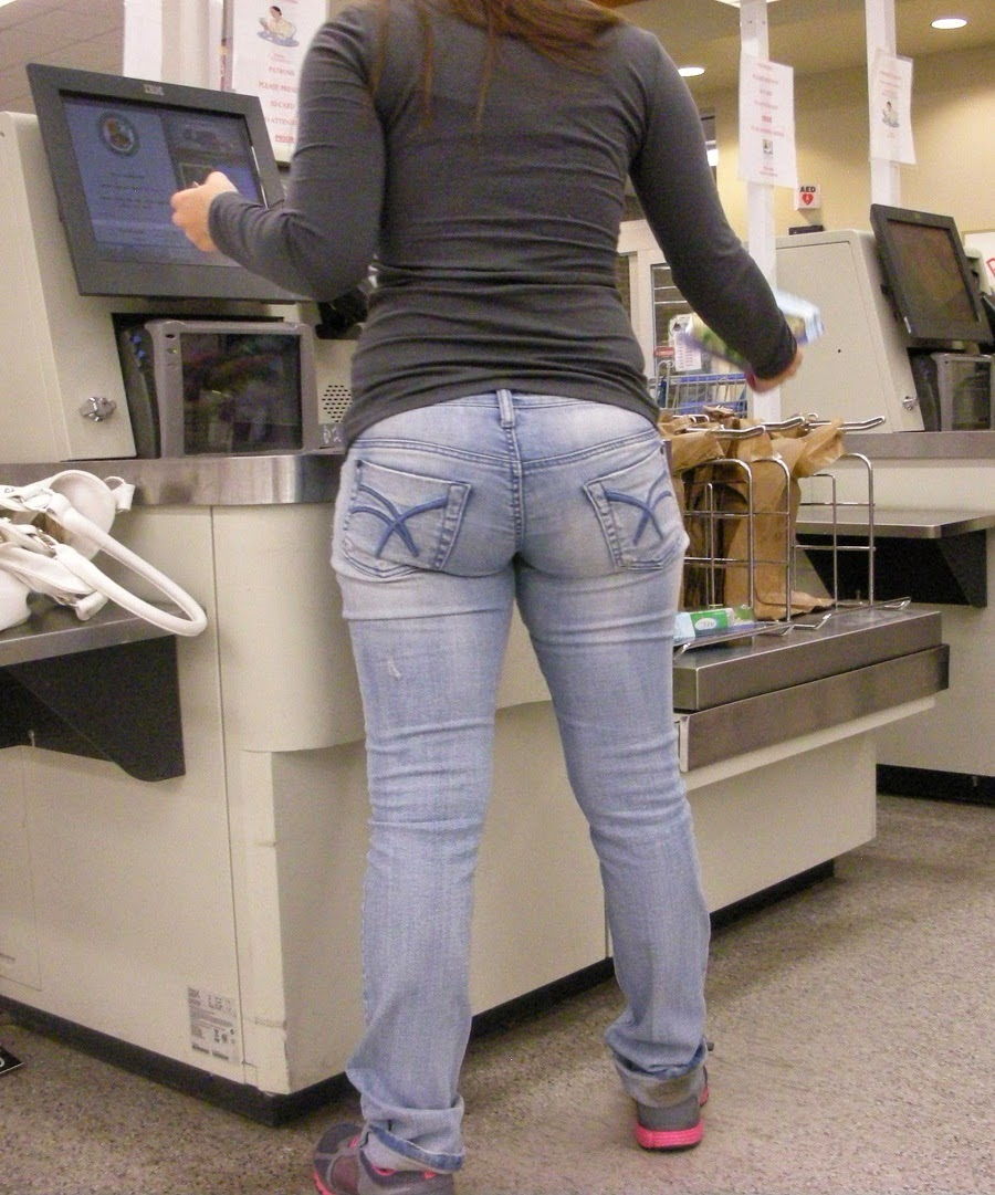 Ass Maduras sexy girls on the street, girls in jeans, spandex and