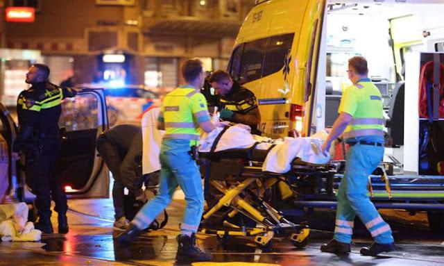 Amsterdam : cinq personnes poignardées