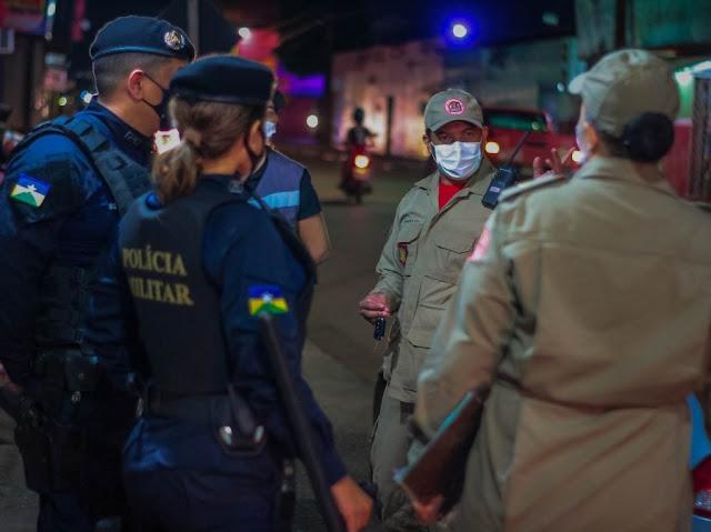 Fiscalização flagra aglomerações, pessoas sem máscara e distanciamento