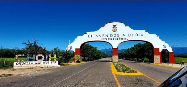 Vídeo: Gobierno Cobarde! Municipal. Estatal y Federal abandonan a pobladores de Choix; Sinaloa que están siendo atacados por Gavilleros y Sicarios