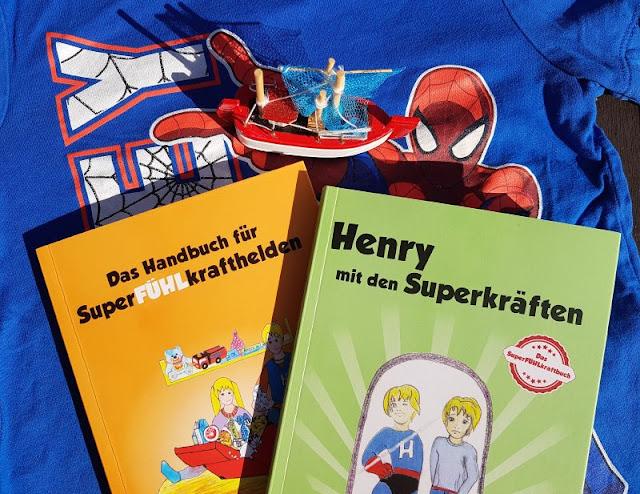 """Heute ein Buch! """"Henry mit den Superkräften"""" und """"Das Handbuch für SuperFÜHLkrafthelden"""": Bücher für hochsensible Kinder und ihre Eltern. Auf Küstenkidsunterwegs stelle ich Euch zum Internationalen Kindertag die zwei einfühlsamen und hilfreichen Kinderbücher von Petra Neumann aus dem AMH Verlag für Kinder mit Hochsensibilität (HS bzw. HSP) vor und darf sie zudem an Euch verlosen!"""