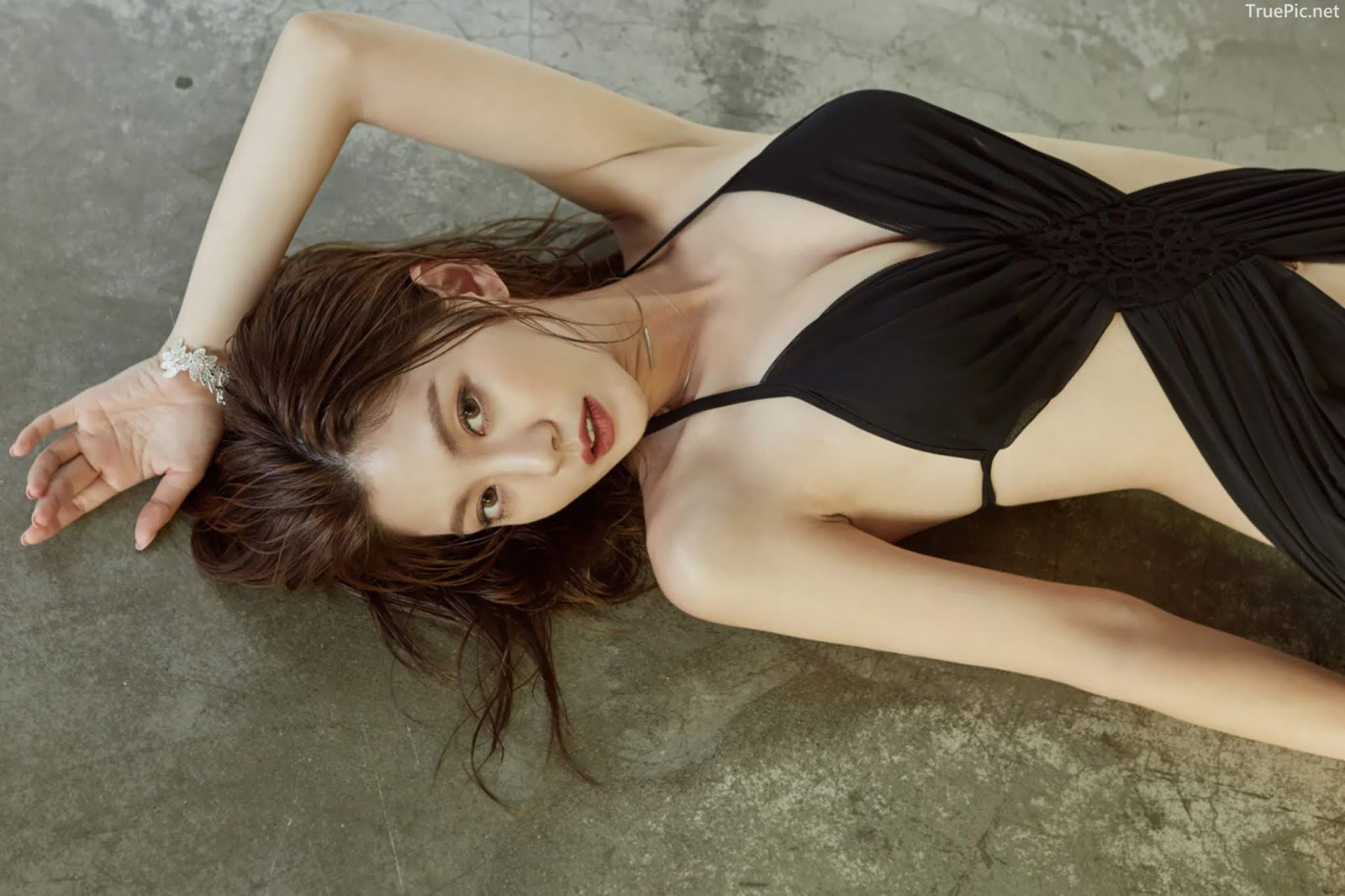 Korean model and fashion - Lee Chae Eun - Monokini for summer vacation - Picture 2