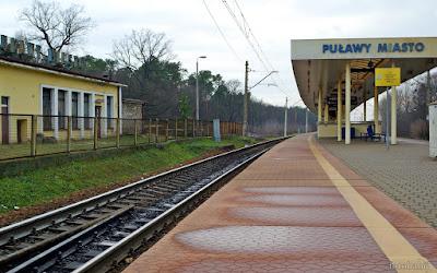 http://fotobabij.blogspot.com/2016/01/zdjecie-dworzec-pkp-puawy-tory.html