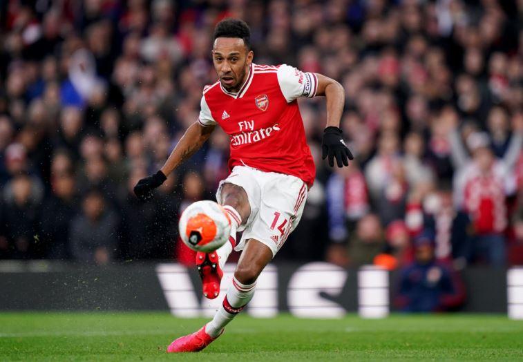 Pierre-Emerick Aubameyang scores Arsenal's second goal vs Everton