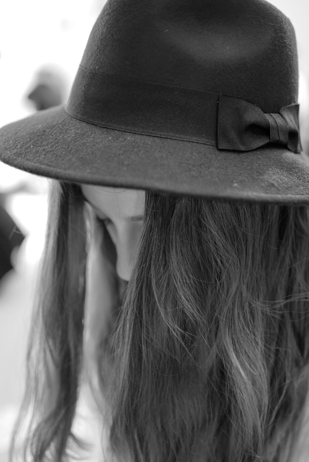 london-fashion-week-2014-lfw-DAKS-show-catwalk-spring-summer-2015-clothes-fashion-royal-opera-house-dress-girl-hat