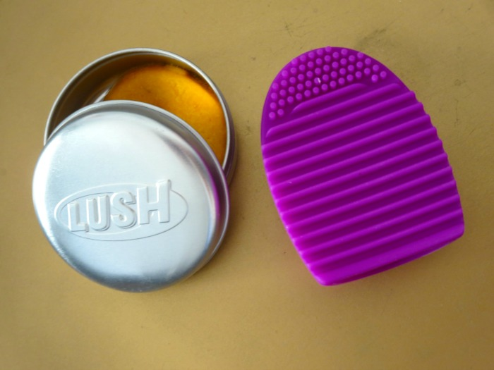 Brushegg + Lush Shampoo bar in Brazilliant