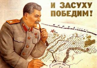 Immagine propagandistica di Stalin: il generalissimo che definisce la strategia dell'Armata Rossa.