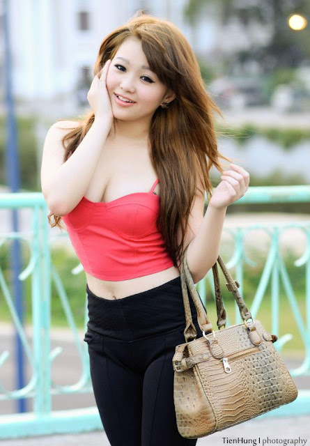 Chinese Famous Singer- Chris Lee | Nude women in public
