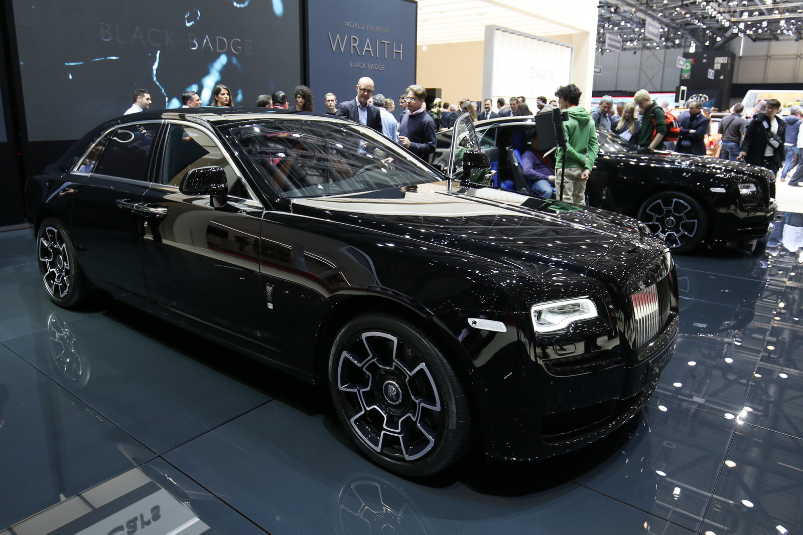 rolls royce wants to attract younger crowd with black badge models carscoops. Black Bedroom Furniture Sets. Home Design Ideas