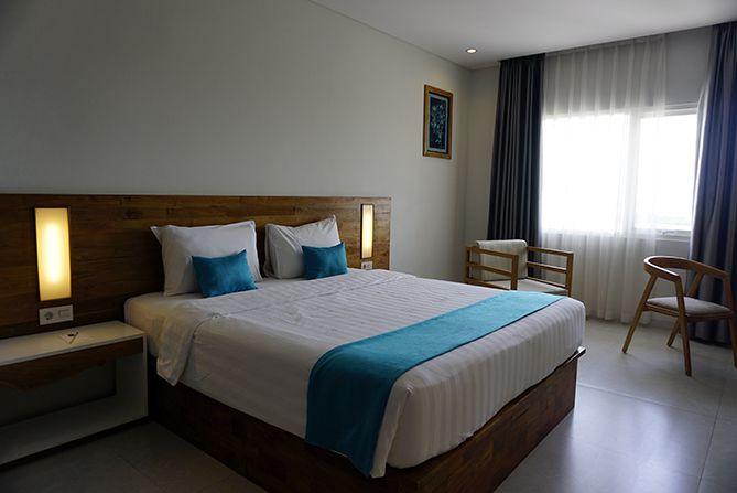 Kamar di Pollos Hotel and Gallery Rembang yang luas