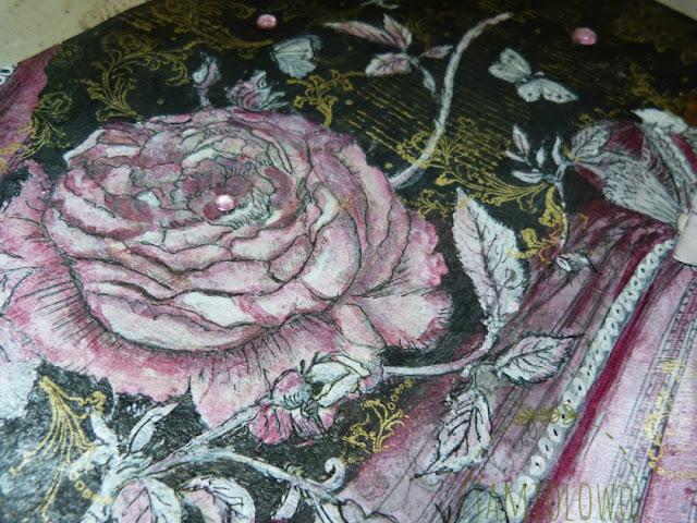 niezwykła róża w rozkwicie