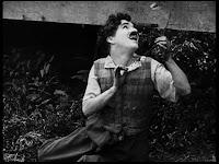 """Кадр из к/ф Чарли Чаплина """"Солнечная сторона"""" / Sunnyside (1919) - 7"""