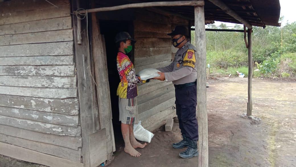 Lagi, Warga Kurang Mampu Dapat Bantuan Beras dari Polsek Pandih Batu