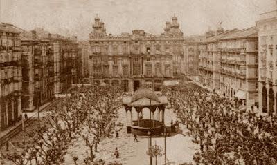 Postal antigua de la Plaza de la Libertad y el Palacio Pombo