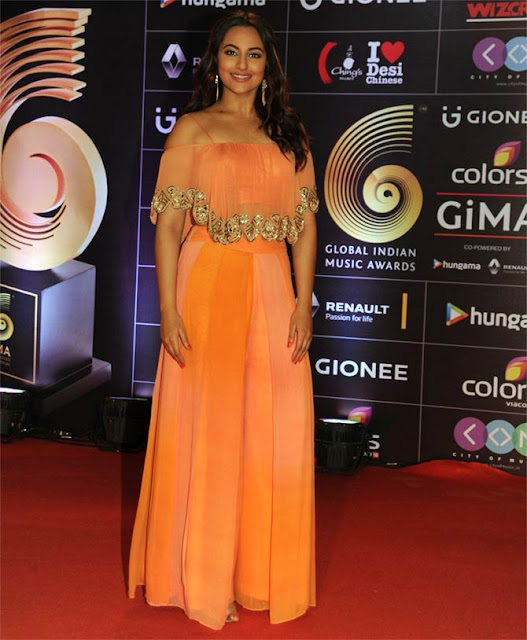 Sonakshi Sinha in Shaded Peach and Orange Pair of Palazzos at GIMA Awards 2016