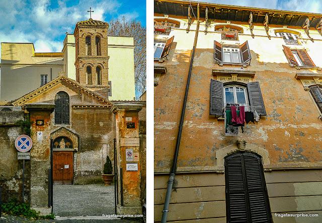 Igreja de Santa Maria in Capella e fachada do bairro do Trastevere, Roma