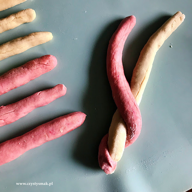 Wytrawne, wegańskie, drożdżowe  laski mikołajowe