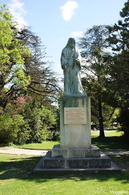 Una delle statue installate nei giardini Rocher des Doms ad Avignone
