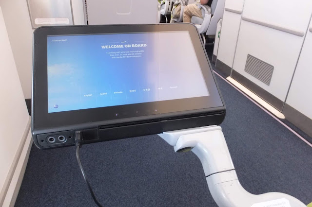 FINAIR A350-900 display