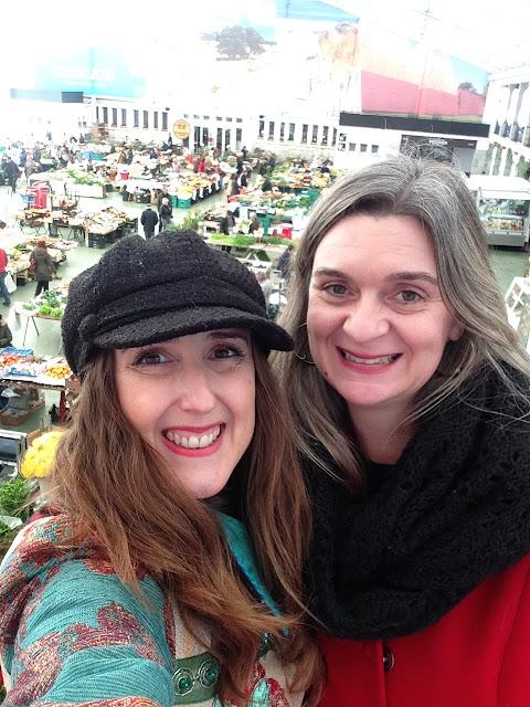 Cláudia Silva Mataloto e Rosarinho do blog Armazém de ideias Ilimitada, no Mercado da Vila em Cascais