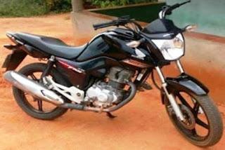Homem tem moto roubada
