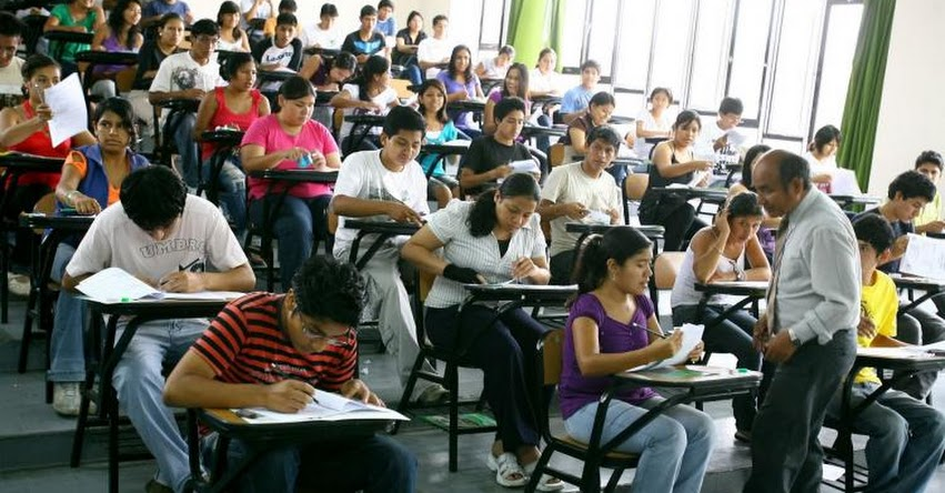 Proponen que obtener título universitario sea gratuito, según proyecto de Ley presentado al Congreso de la República