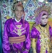 Kakek yang nikah dengan gadis usia 18 tahun.