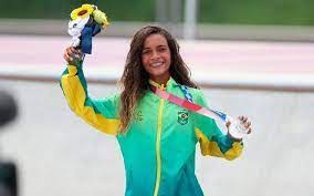 Aos 13 anos, skatista Rayssa Leal conquista medalha de prata na Olimpíada de Tóquio