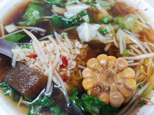 台中大里|香香素食|藥膳湯麵|各種滷菜|大里平價鐵皮屋素食小吃