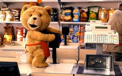 Ted follando con la caja registradora del súper donde trabaja