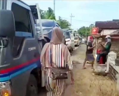 Heboh! Warga Satu Desa Borong Mobil Baru