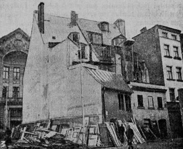 1936 год. Рига. Снос домов на Домской площади. На переднем плане бывший дом Доннера на улице Шкюню, 26