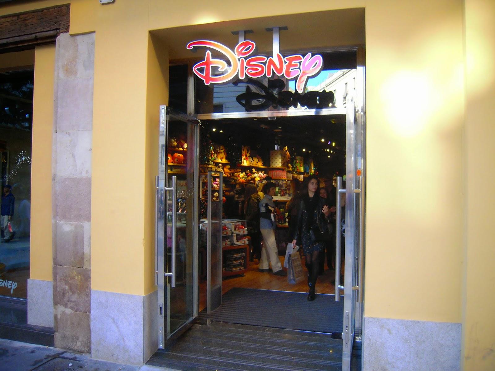 Blog De Ocio Y Cultura Para Tu Tiempo Libre Va De Barcelona Disney Abre Su Tienda Más Grande En Barcelona