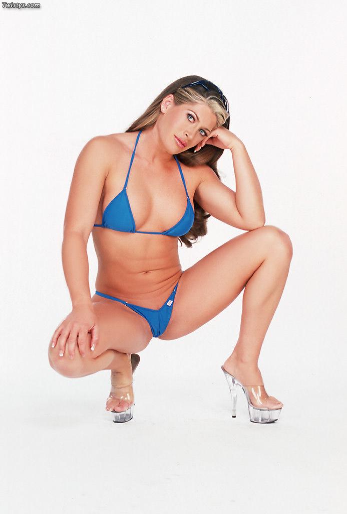 Aria Noir Sexy Bikini Photos