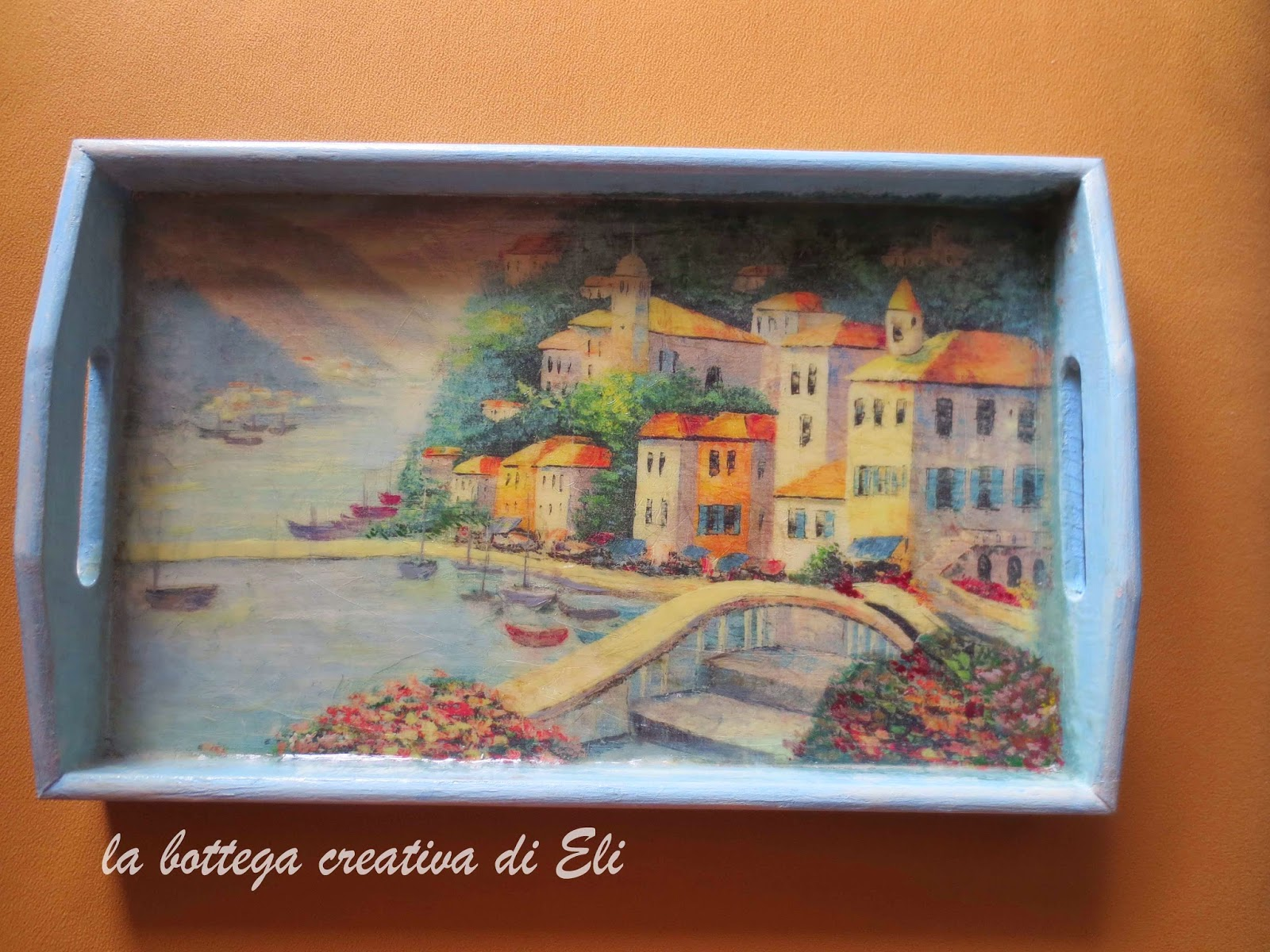 vassoio-in-legno-decorato-a-decoupage-con-paesaggio-marino
