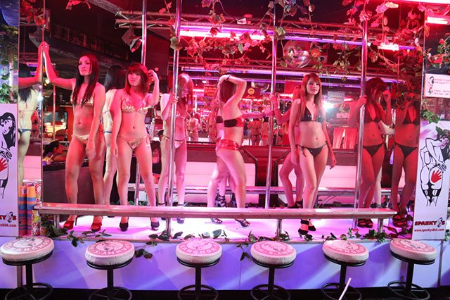 How To Hook Up With A Ladyboy In Bangkok