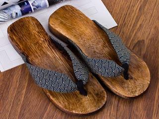 souvenir-sandal-kayu.jpg