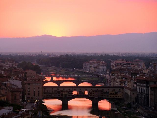 Coucher de soleil sur le fleuve Arno et le ponte vecchio    https://mood-de-luna.blogspot.com