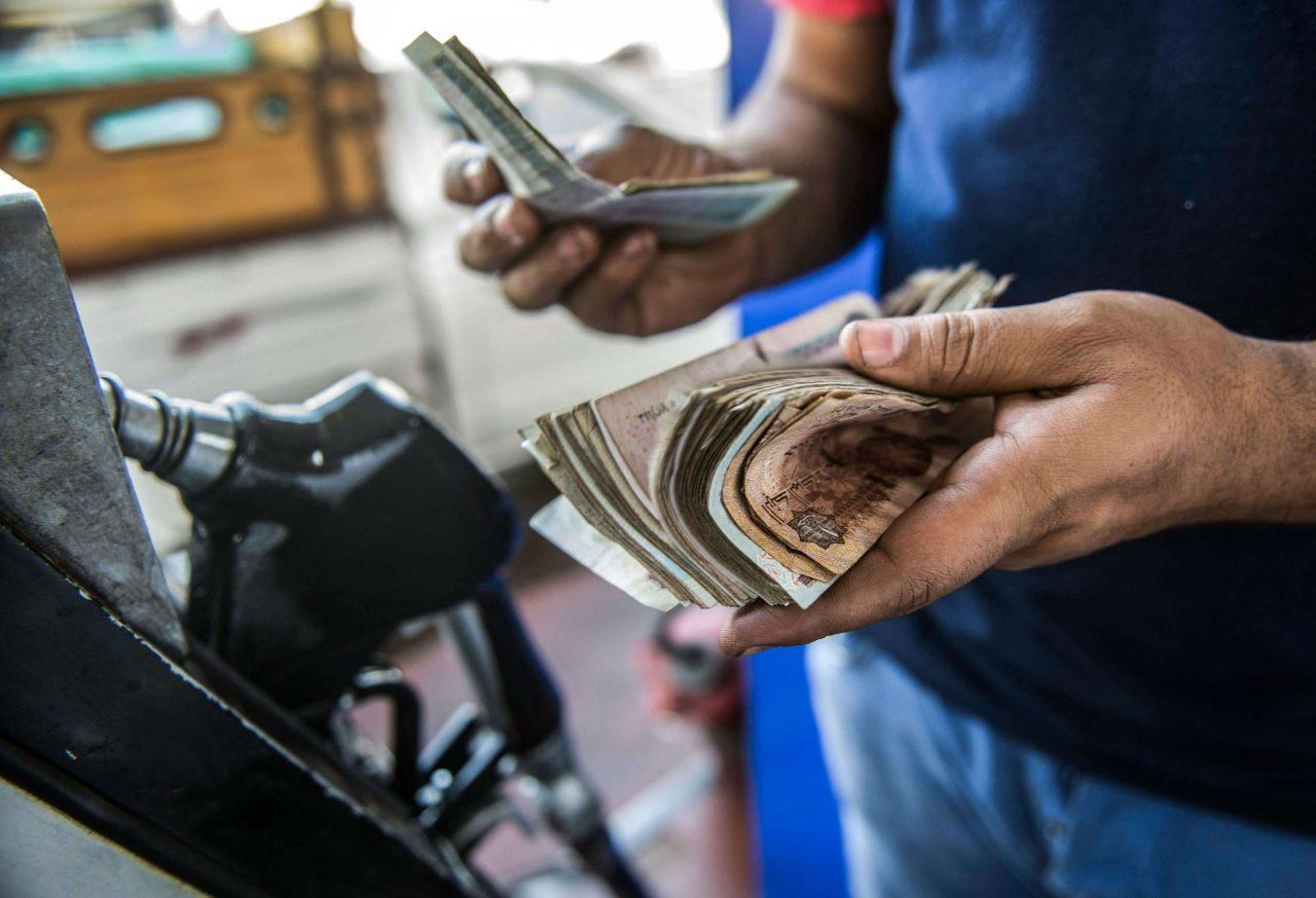 أخر زيادة أسعار البنزين والسولار ,تحديث زيادات اسعار البنزين في مصر 2021   الأن اسعار البنزين الجديدة اليوم فى مصر 2022 بعد الزيادة ,سعر لتر بنزين 80-90-92 أرتفاع زيادة اسعار البنزين فى مصر 2021-2022 كاملة