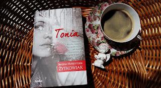 """Niezwyczajna proza życia. Recenzja """"Toni"""" Iwony Małgorzaty Żytkowiak."""