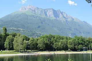 Carte des cocktails et entrée du camping en Savoie