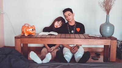 7 Cara Menghibur Pasangan Anda Selama Masa-Masa Sulit
