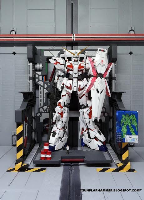 System base peint avec Unicorn Gundam