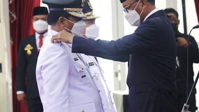 Theofilus Allorerung dan dr. Zadrak Tombeq Bupati dan Wakil Bupati Tana Toraja Periode 2021-2024