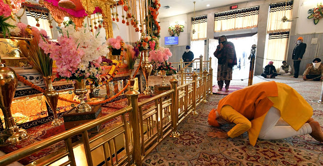 গুরু তেগবাহাদুরের সামনে সশ্রদ্ধ প্রার্থনা নরেন্দ্র মোদীর