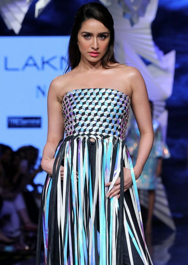 Actors Gallery: Shraddha Kapoor Looking Glamorous Pictures