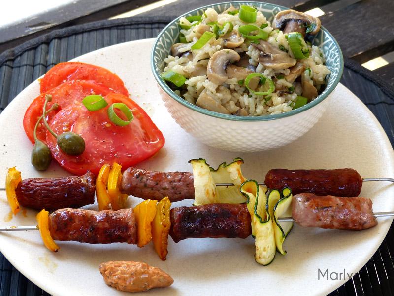 Brochettes de chipo-merguez et riz pilaf aux champignons